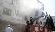 Antalya'da bir apartmanda çıkan yangında can pazarı yaşandı