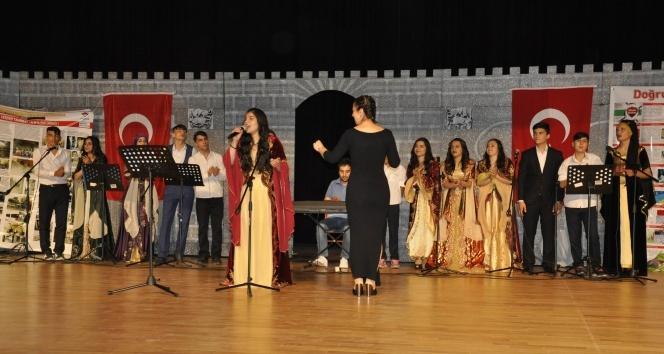 Diyarbakır'da 7 dilde yıl sonu etkinliği