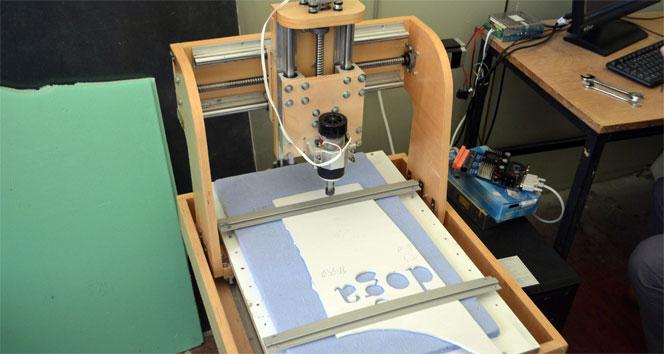Lise öğrencileri kendi CNC tezgahını üretti