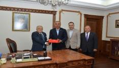 Kızılaykart yetkilileri Vali Şentürkü ziyaret etti