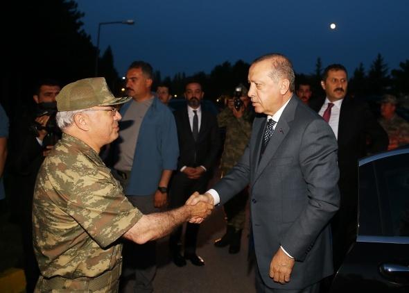 Cumhurbaşkanı Erdoğan, Kayseri'de komandolarla iftara katıldı