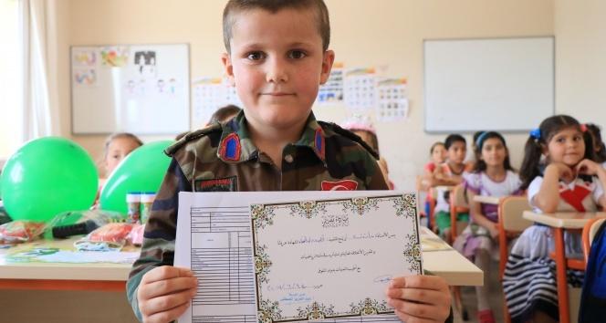 Savaşın çocukları Adana'da karnelerini aldı