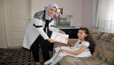 Karamanda evde eğitim gören öğrencilere karneleri verildi