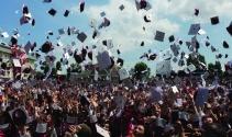 İAÜ 12'inci dönem mezunları