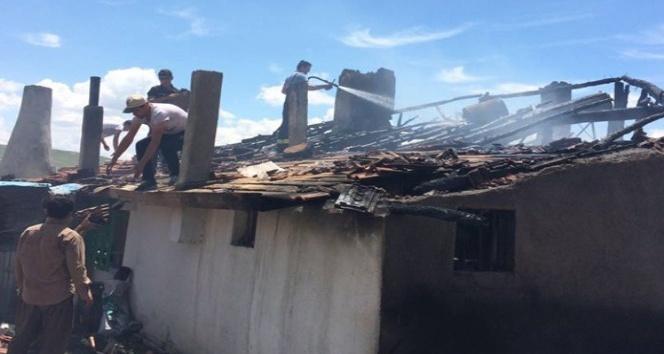 Elektrik kontağı ev yaktı