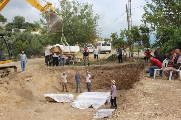 Cami inşaatı temelinde lahit ve küpler bulundu