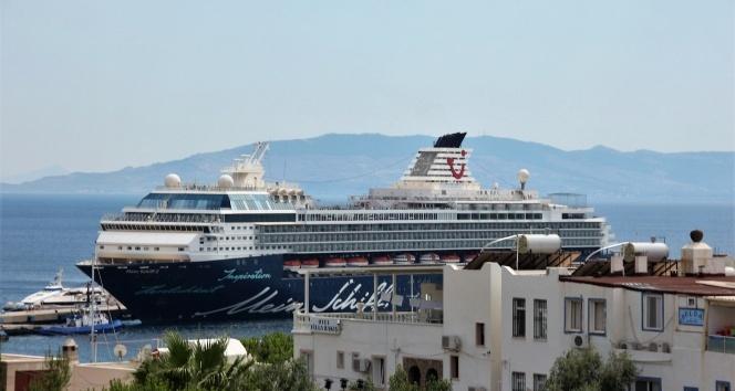 Bodrum'a turist yağdı| Mein Schiff 2 gemisi Bodrum'da..