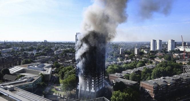 Londralılar yangındaki kayıplarını arıyor