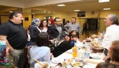 Sağlık çalışanları ve öğretmenler düzenlenen iftar yemeklerinde bir araya geldi
