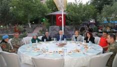 Mehmetçikten şehit ve gazi ailelere iftar yemeği