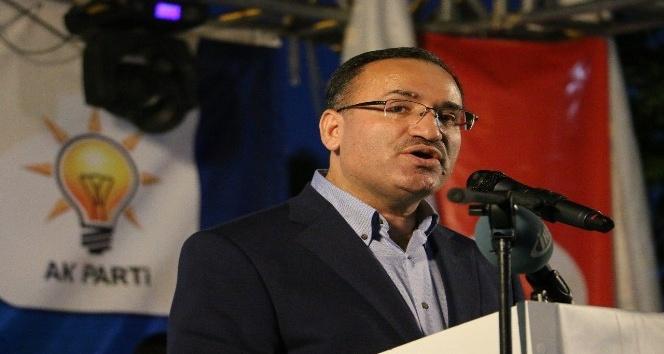 """Adalet Bakanı Bozdağ: """"FETÖ tutuklu örgüt üyelerini uydurma rüyalarla diri tutmaya çalışıyor"""""""