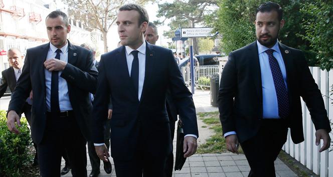 Macron, oyunu kullandı