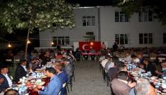 Vali Işın, Mehmetçikle iftar yaptı
