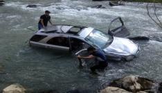 Yüksekovada trafik kazası: 1 ölü, 5 yaralı, 3 kayıp