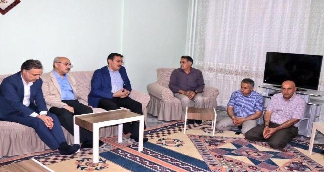 Bakan Tüfenkci, şehit ailelerini ziyaret etti