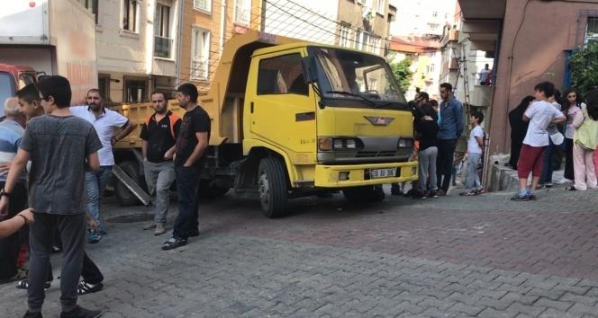 Kağıthane'de kamyonet dehşeti: 1 ölü, 1 yaralı