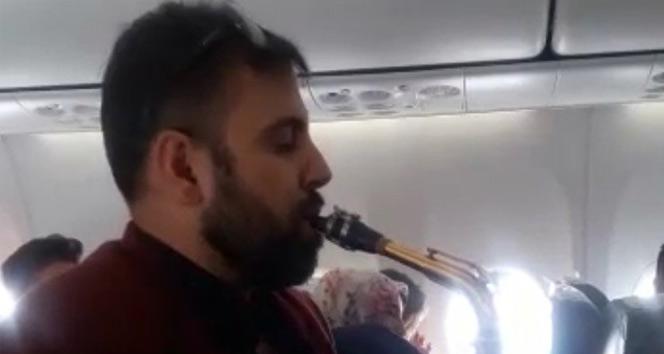 Yüksekova uçağında müzik resitali