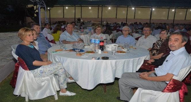 Efeler Belediyesinden geleneksel iftar yemeği