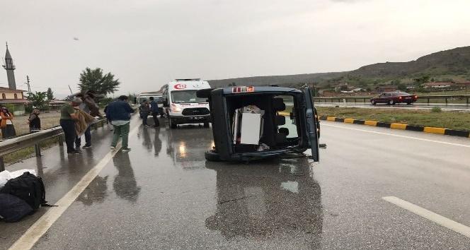 Tosya'da kamyonet devrildi: 1 yaralı