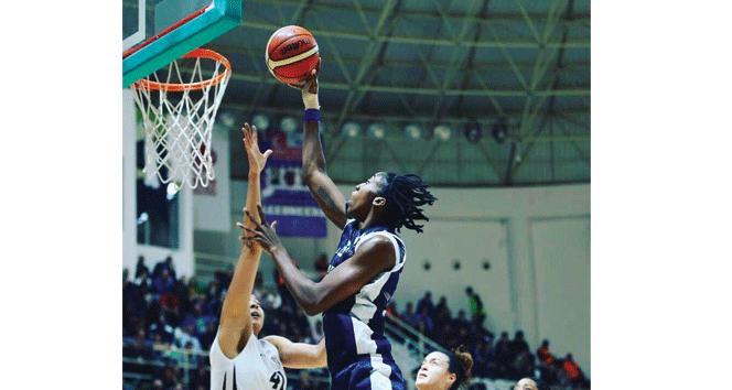 "Quanitra Hollingsvorth: ""YDÜ ile basketbol kariyerimi yükselttim"""