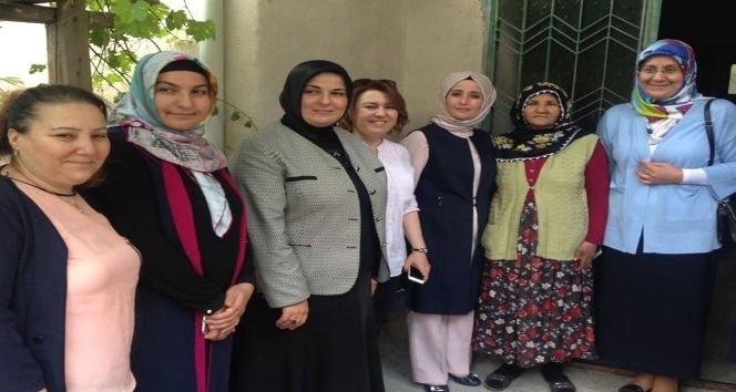 Esra Tüfenkci yardıma muhtaç ailelerin dertlerine ortak oldu