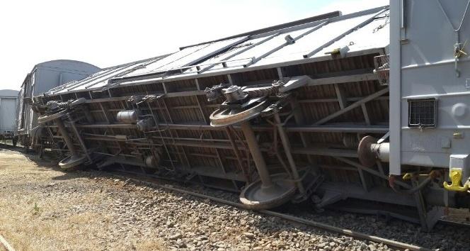 Bingölde yük treninin vagonları raydan çıktı