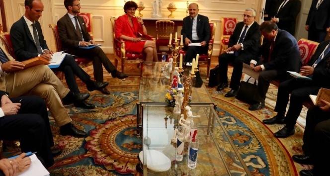 Milli Savunma Bakanı Işık, Fransa Savunma Bakanı Goulard ile bir araya geldi