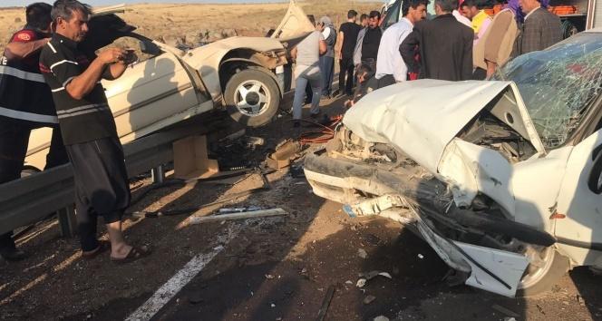 Şanlıurfada otomobiller kafa kafaya çarpıştı: 7 yaralı