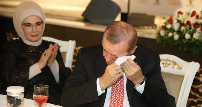 Cumhurbaşkanı Erdoğanı ağlatan video
