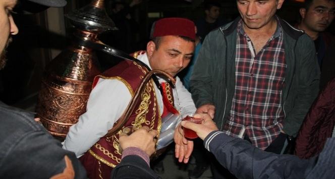 Bayburt Belediyesinden Osmanlı şerbeti ikramı