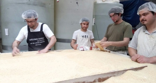 Kütahya'nın yöresel tatlısı 'bitli helva'nın satışları arttı