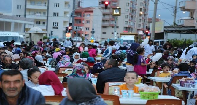Başkan Akdoğan, Kimseyi ayırt etmeden hep birlikte iftar açıyoruz