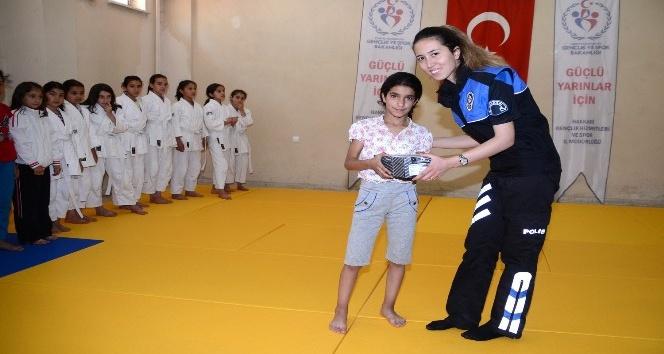 Hakkari polisi, judo takımını ziyaret etti