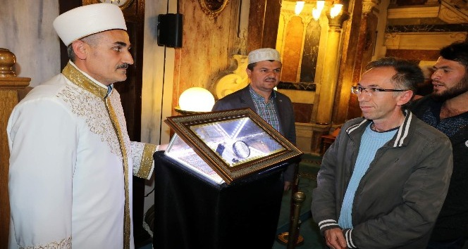 Yozgatta Sakal-ı Şerife vatandaşlar yoğun ilgi gösterdi