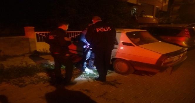 Aşırı alkolden otomobilinde uyudu polise park halindeyim suç işlemedim dedi