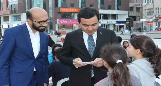 CHP,MHP ve AK Parti Belediyenin meydan iftarında bir araya geldi