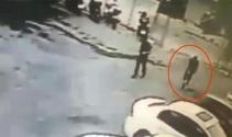 Polis süsü vererek otoparkı soydular