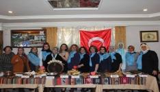 Vanlı kadınlardan Van pastası dağıtımı