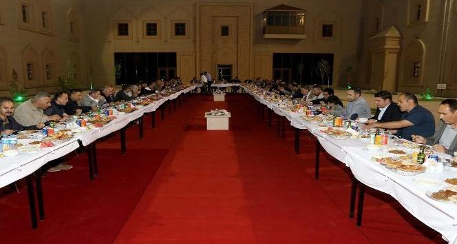 AİÇÜde iftar yemeği