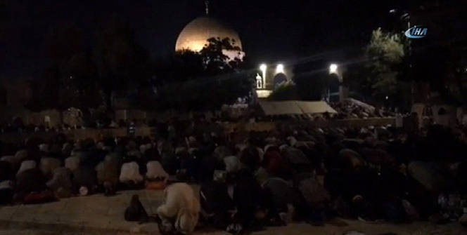 300 bin Filistinli Mescid-i Aksa'daydı