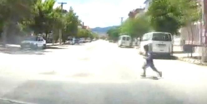 Isparta'da otomobil çocuğa böyle çarptı
