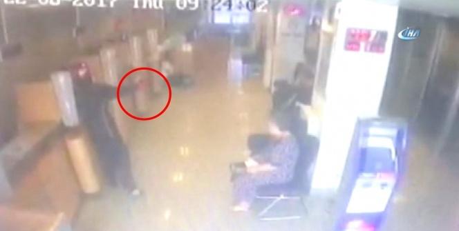 Kartal'da yaşanan silahlı banka soygunu kamerada