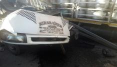 Minibüs ile tüp yüklü kamyonet çarpıştı: 3 yaralı