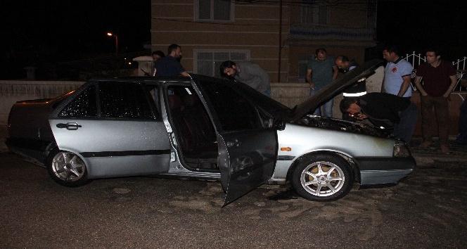 Karamanda park halindeki otomobil yandı