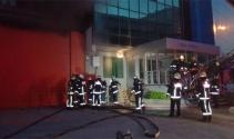 Kağıthanede 5 katlı iş merkezi yandı