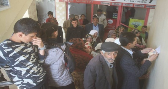 Taşlıçay Belediyesi dar gelirli ailelere bayram yardımında bulundu