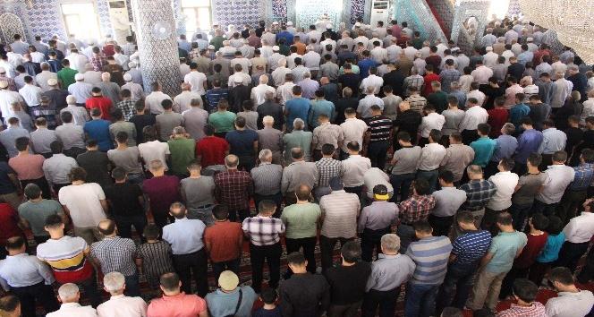 Mardinde Ramazanın son Cuma namazı eda edildi