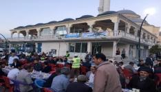 Vanlılar iftarını Büyükşehir Belediyesinin sofrasında açtı