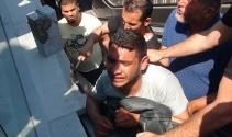 Taksim Meydanında kolu yürüyen merdivene sıkışan şahsı itfayie kurtardı