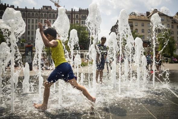 Kavurucu sıcaklar Avrupa'yı esir aldı